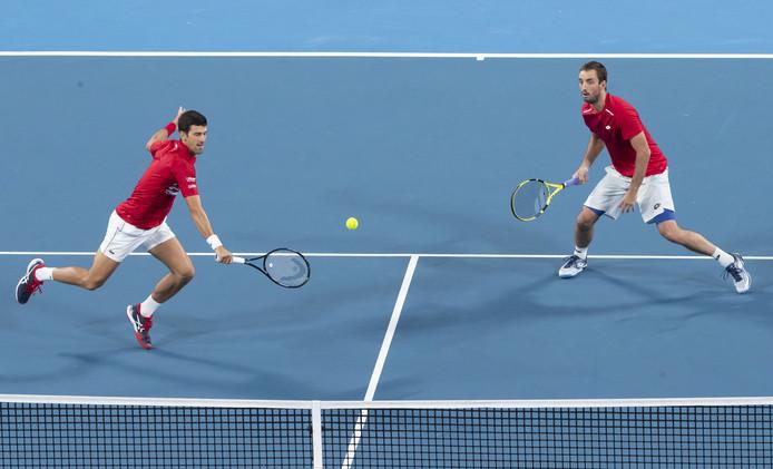 Novak Djokovic (l) en Viktor Troicki in actie tegen Pablo Carreno Busta en  Feliciano Lopez.