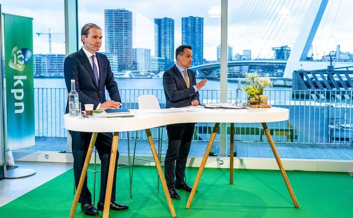 Topman Joost Farwerck en vertrekkend financiële man Jan Kees de Jager tijdens de presentatie van de jaarcijfers 2019 van KPN.