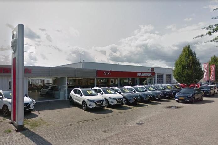 Autodealer Leendert van den Born in de Meidoornlaan in Oosterhout.