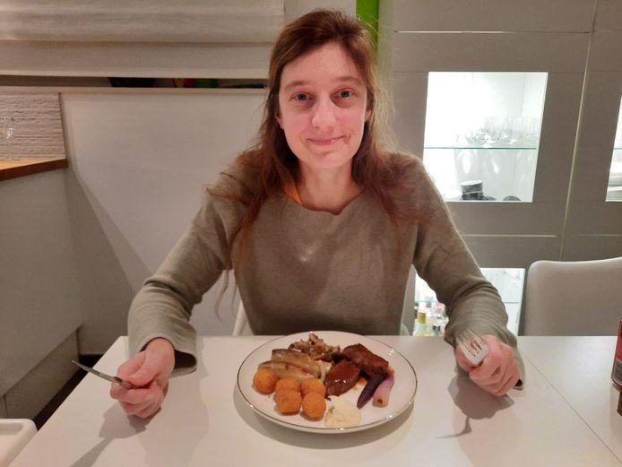 Kerstavond, een avond waarop het eten al eens iets feestelijker mag zijn, leek een goed moment om de Huis van Wonterghem catering eens te testen.