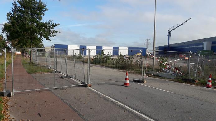De Gastelseweg is ter hoogte van de Lidl afgesloten. Borchwerf II zit achter de blauwwitte parkeergarage van Lidl.