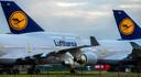 Geparkeerde Boeings van Lufthansa  op vliegveld Twente.