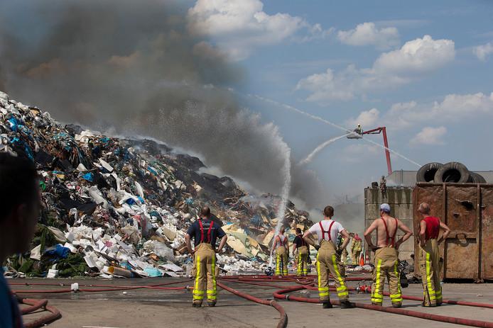 De brandweer blust bij Ter Horst.