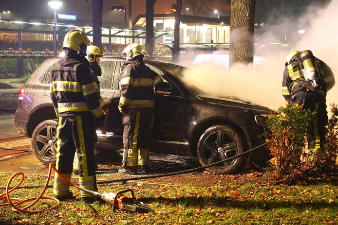 Auto uitgebrand in Oss.
