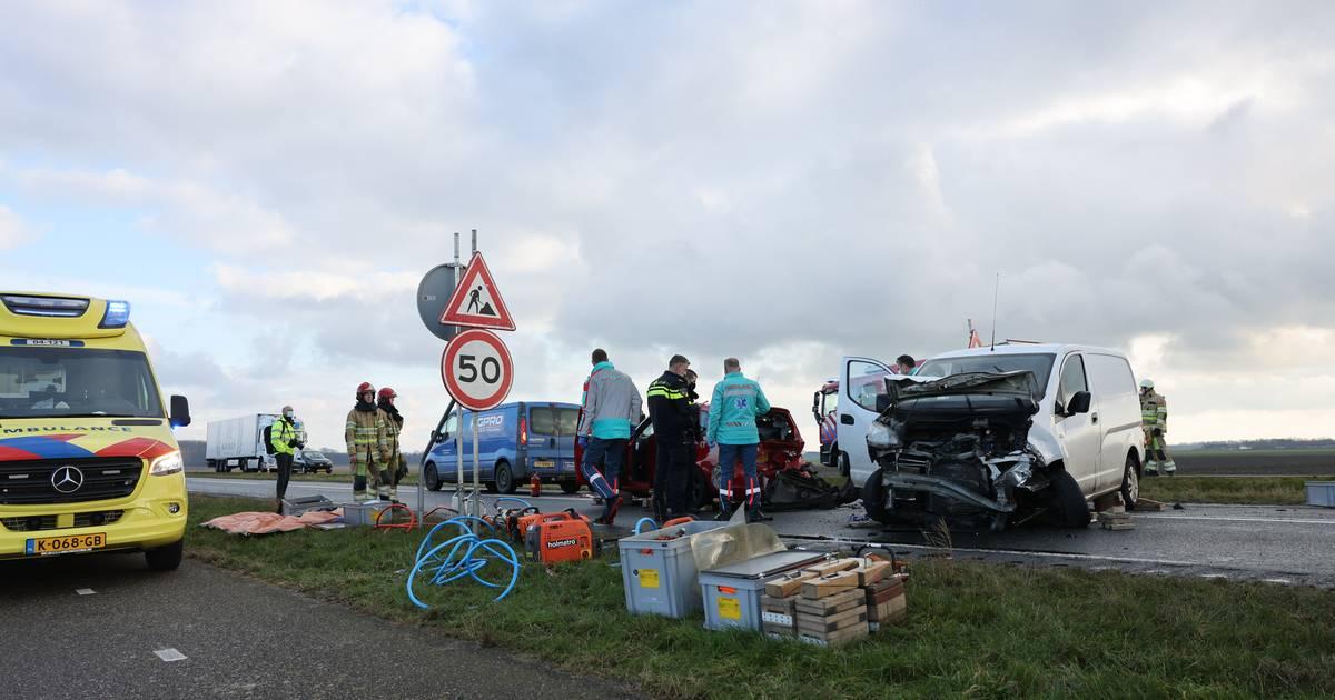 Ravage door ongeluk met vier autos in Dronten: vijf gewonden.