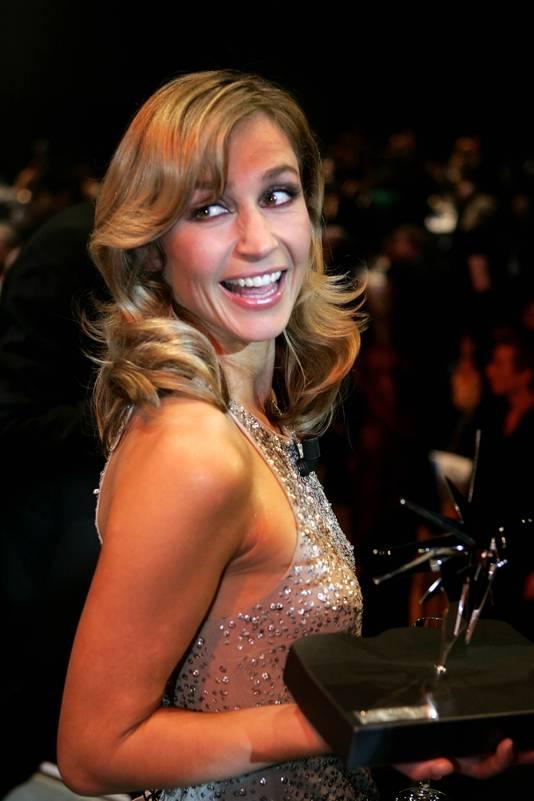 SBS6-Presentatrice Wendy van Dijk wint in 20014 in Amsterdam de Zilveren TeleVizier-ster voor de tv-vrouw van het jaar.