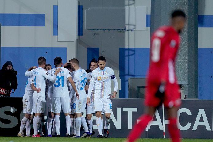 Spelers van Rijeka vieren feest na de 1-0.