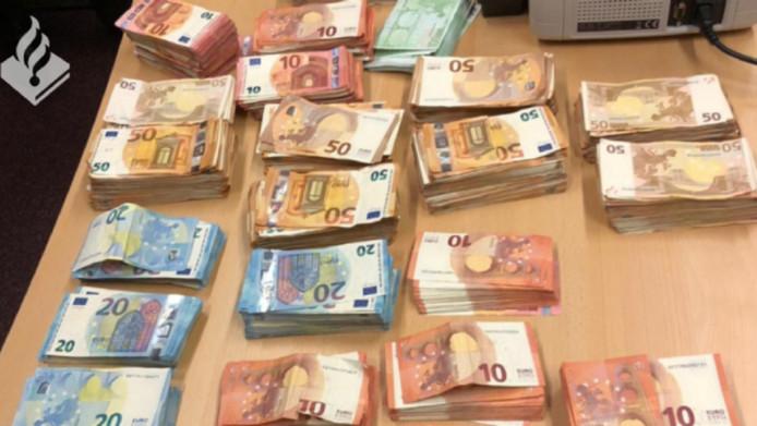 Een deel van het in beslag genomen  geld.