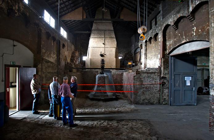 De houtsmeltoven in de voormalige Klokkengieterij kent volgens Frank Fritsen 'zijn weerga in de hele wereld niet'.