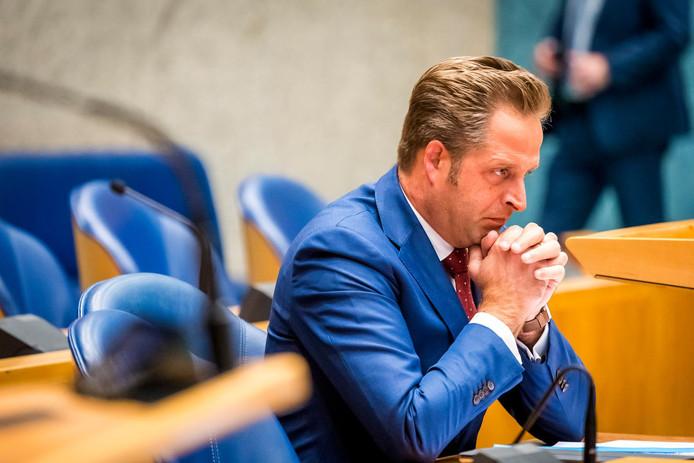 Minister Hugo de Jonge (Volksgezondheid) is nog in onderhandeling met de gemeenten voor inhoudelijke en financiële afspraken over betere jeugdzorg.
