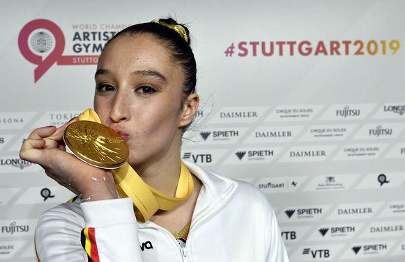 Ze mag zich de beste van de wereld noemen, maar rijk zal Nina Derwael (19) niet worden van die 2.725 euro die ze overhoudt aan haar gouden WK-medaille.
