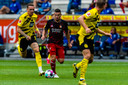 Bryan Linssen in actie tegen Borussia Dortmund.