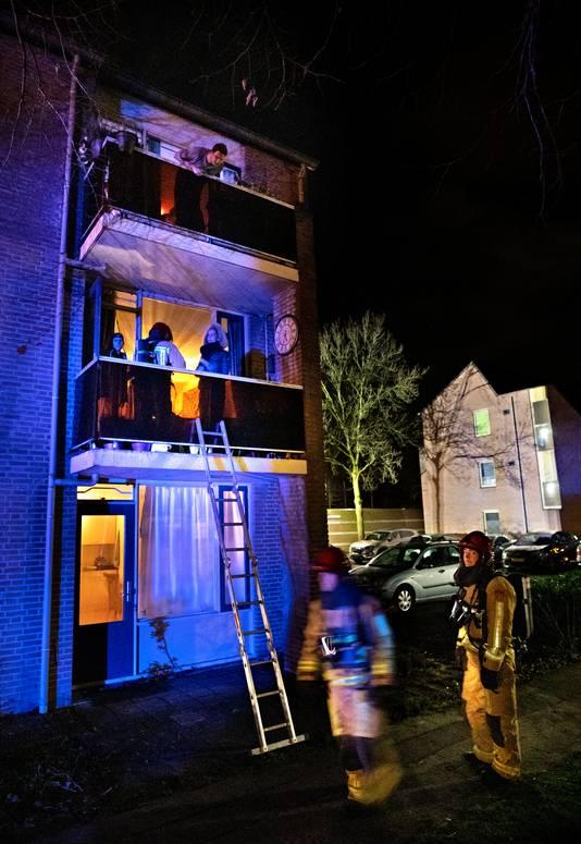 Uitslaande brand hoek Zeilbergsestraat-de Waal in Deurne bewoners worden door de brandweer geevacueerd