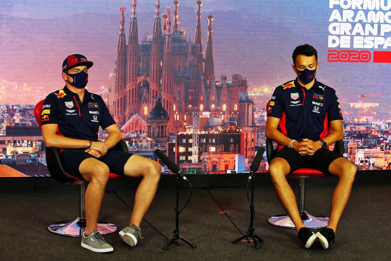 Max Verstappen en Alexander Albon.