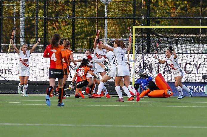 Oranje-Rood ziet Amsterdam scoren.