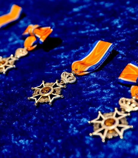 Veertig brandweerlieden in het zonnetje gezet met koninklijke onderscheiding