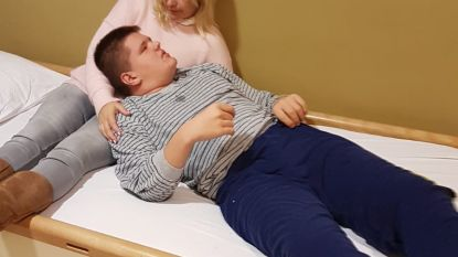 """Ouders vinden nergens gehoor voor autistische Tim (13): """"Ons kind heeft pijn. Daarom valt hij aan"""""""