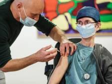 Vaccinatie van start in verpleeghuis Berkenstede in Diemen: 'Niks van gemerkt'