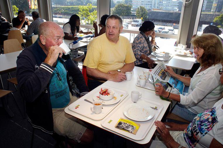 Het ééneuro-ontbijt van Ikea is waarschijnlijk het meest gegeten horecaontbijtje van de stad. Meer dan vijfhonderd per dag gaan er doorheen Beeld Jan Dirk van der Burg