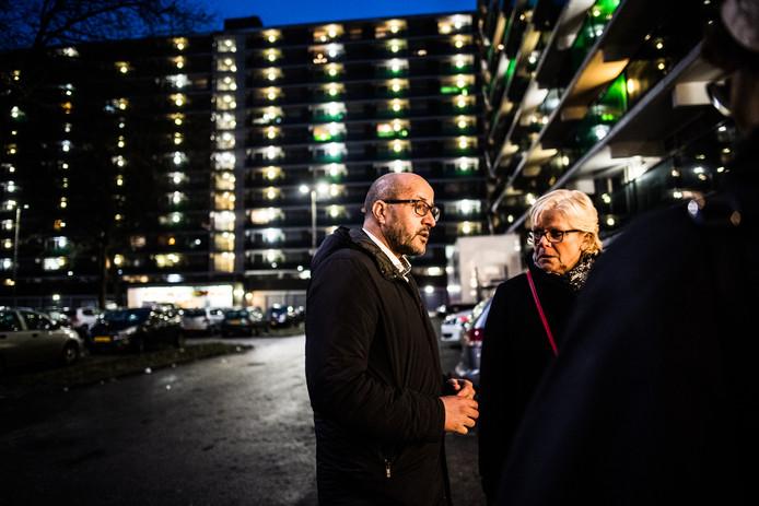 Ahmed Marcouch bij de flat in Immerloo waar twee doden vielen bij een felle brand in de nieuwjaarsnacht.