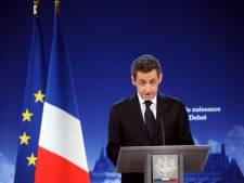"""Sarkozy parlera aux Français """"à la fin du mois"""""""