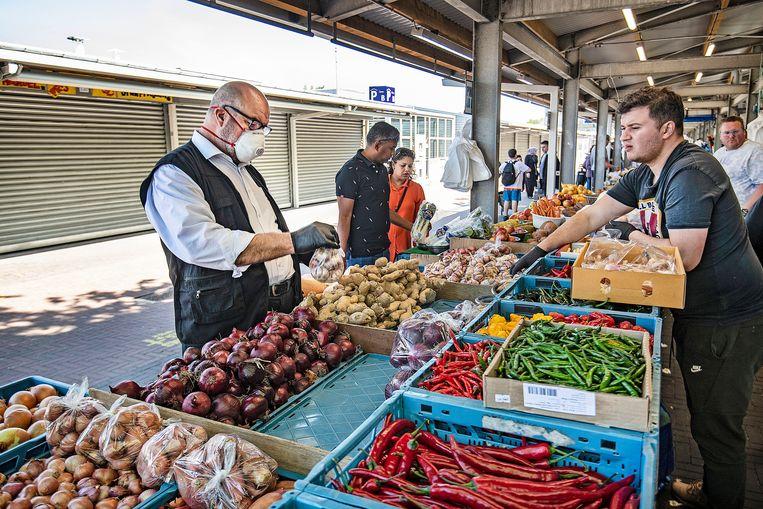 De markt in Den Haag. Beeld Guus Dubbelman / de Volkskrant