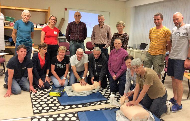 Fietsclub Sport en vermaak volgt cursus Reanimatie & Defibrillatie