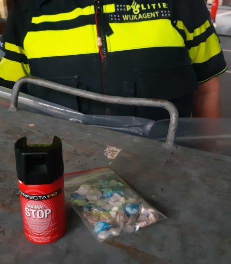 Buurtbewoners klagen over drugsoverlast: politie Zwolle pakt drie mensen op