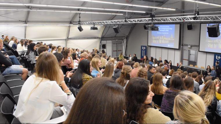 Een volle aula van de Universiteit Antwerpen, voor de corona-uitbraak.