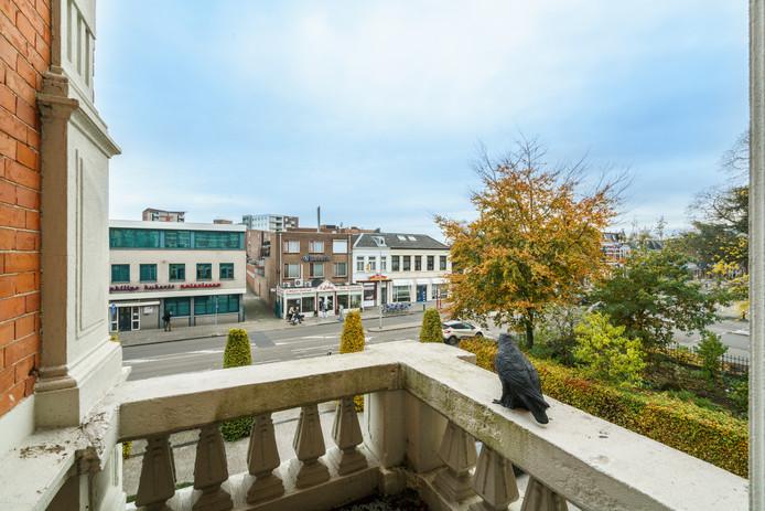Uitzicht vanaf het balkon op de Molenstraat
