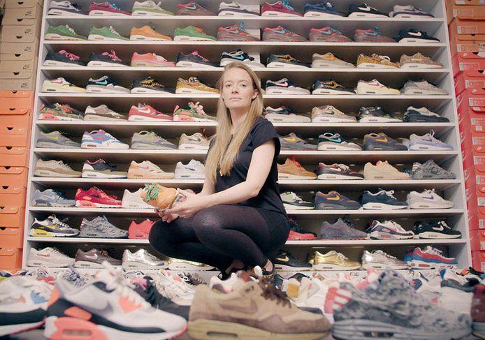 Chanica Kist is met 550 paar (voornamelijk) Nikes een van de grootste sneakerverzamelaars van Amsterdam .