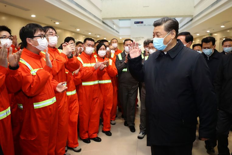 De Chinese president Xi Jinping brengt zondag een bezoek aan de haven bij de oostelijke stad Ningbo.   Beeld AP