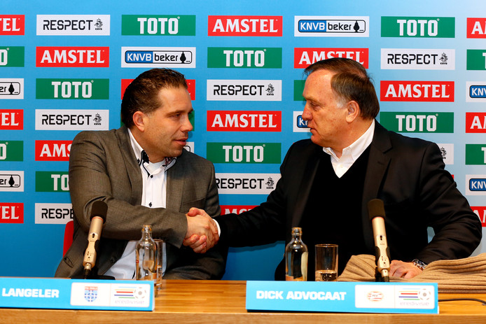 Art Langeler deed PSV pijn in 2013, door in Eindhoven te winnen met PEC. In Zwolle schudt hij Dick Advocaat de hand na een nederlaag. Het duo komt elkaar wellicht weer tegen bij de KNVB.