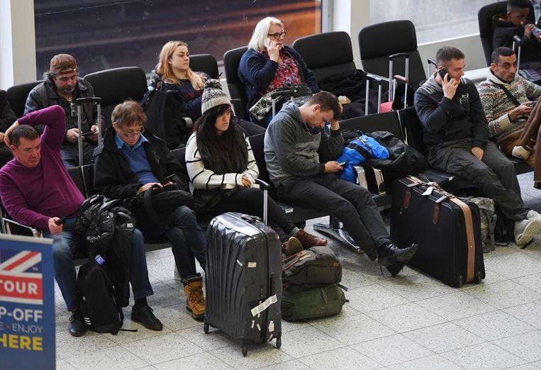 Reizigers moesten een hele tijd wachten.