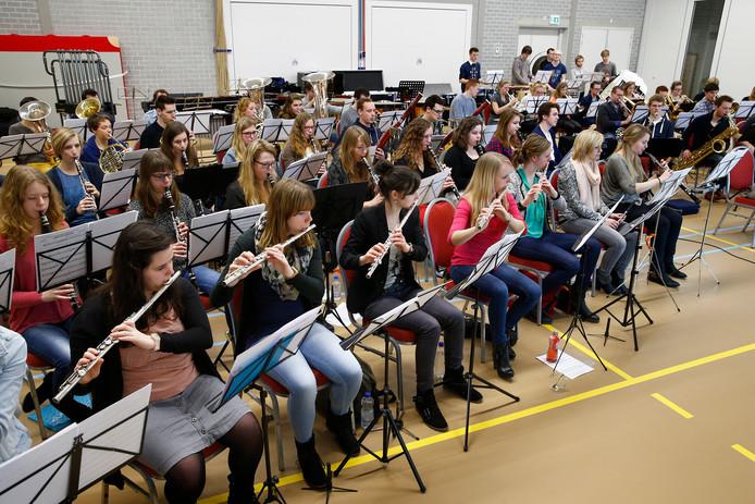 De jonge muzikanten van het Oost Gelders Jeugd Orkest op een repetitie, enkele jaren geleden  in Winterswijk.