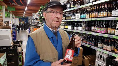 """Familie verrast jarige Karel Van Oevelen (90) met eigen bier: """"Er is niets anders dat beter past bij mij"""""""
