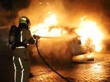 Auto volledig uitgebrand aan De Dreef in Den Haag