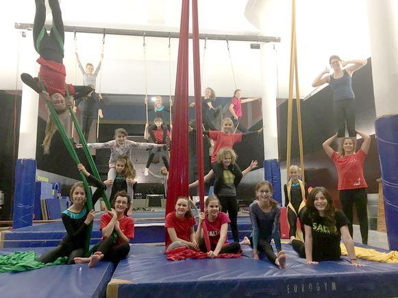 De circusartiesten in spe zijn enthousiast over hun nieuwe locatie.
