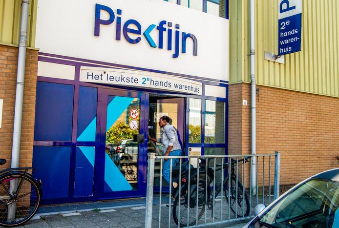 De Piekfijn-vestiging aan de Aluminiumstraat. De keten van kringloopwinkels ondervindt meer concurrentie en wordt overgenomen.