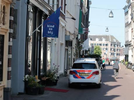 Overval op Voorstraat in Dordrecht: dader met petje vlucht op de fiets