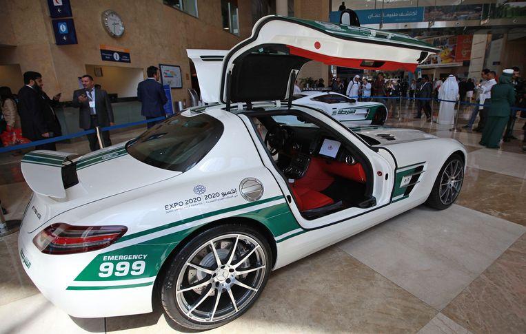 Een Mercedes-Benz SLS.