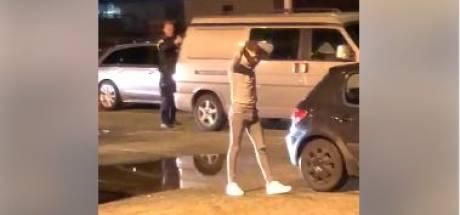 Politie haalt met getrokken wapens drie mannen uit Raalte uit auto bij discotheek De Leeren Lampe