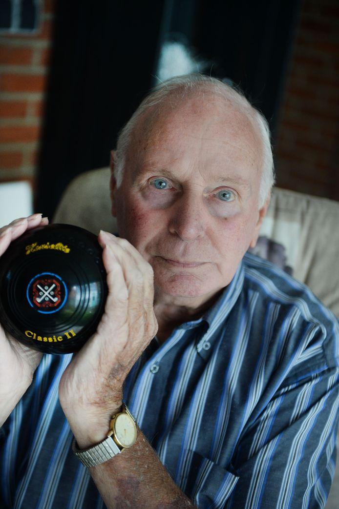 Wim Mol is voorzitter, secretaris èn penningmeester van de Bowlsvereniging Haaksbergen.