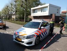 Gasleiding vlak achter benzinepomp gesprongen in Prinsenbeek, politie zet straat af