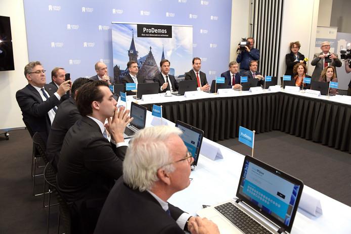 Presentatie van de StemWijzer aan de lijsttrekkers van de politieke partijen
