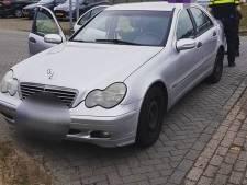 Bestuurder staat dure Mercedes af aan politie Oss: wil verleiding 'rijden zonder rijbewijs' niet meer voelen
