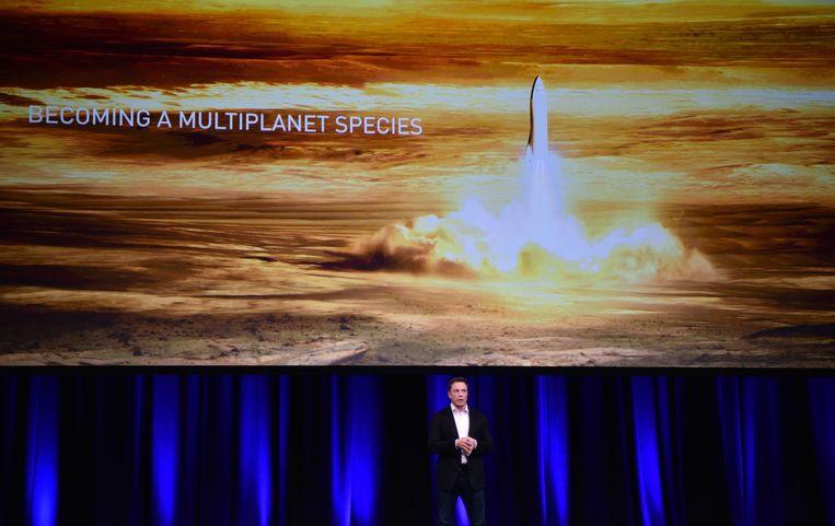 Tesla-topman Elon Musk spreekt zijn ruimtevaartplannen uit op een congres in Adelaide. Beeld AFP
