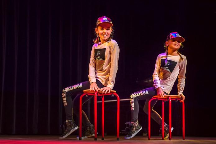 Finale Halderbergs Talent met diverse optredens: Fenna en Fenne