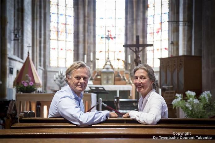 Voorzitter Patrice van Riemsdijk en Jan Walburg (bestuurslid) in de plechelmuskerk.