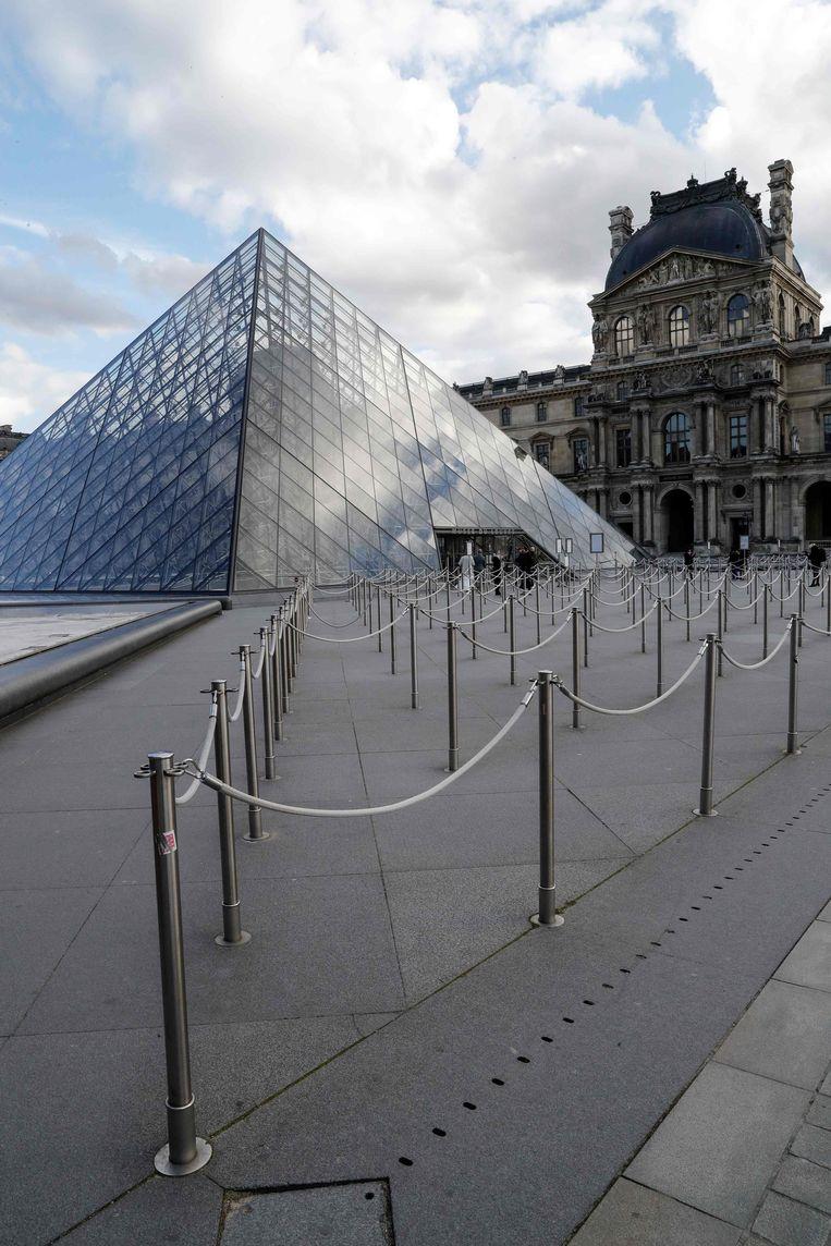 Ook het Louvre heeft de deuren gesloten.  Beeld AFP